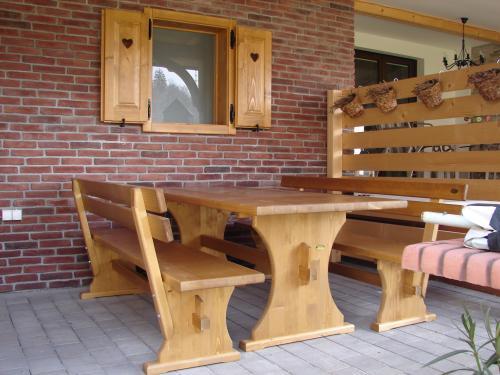 Kombinacija lesa in kamna